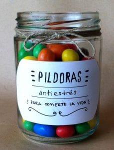"""Manualidad DIY de bote decorativo con """"píldoras antiestrés"""", chocolatinas M&M"""